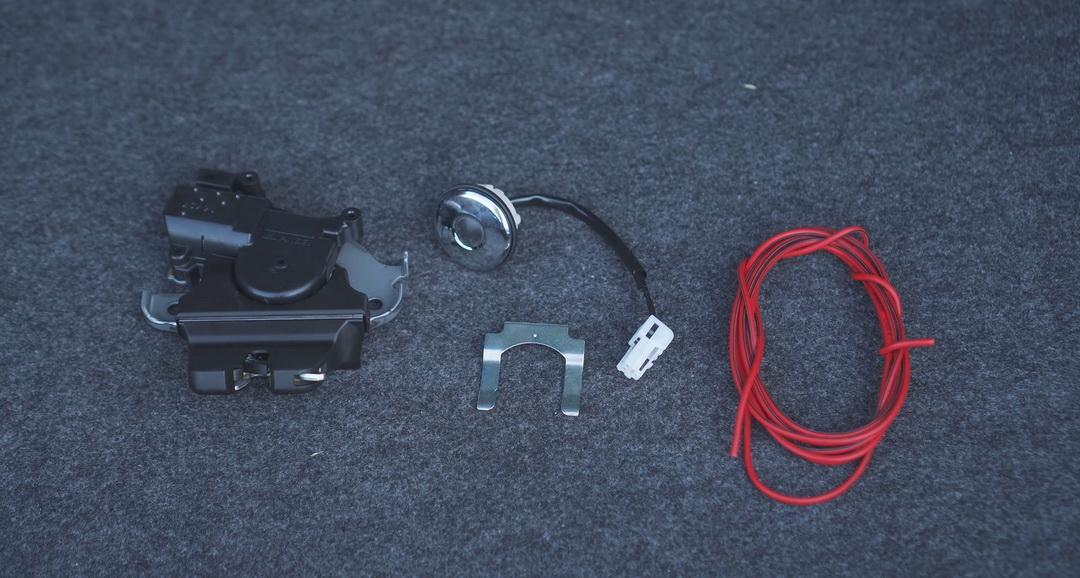 ustanovka-elektroprivoda-zamka-bagazhnika